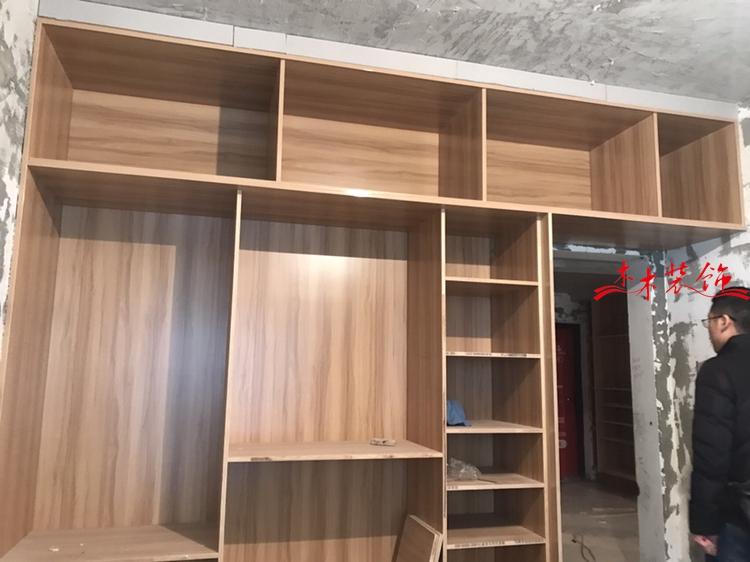 成都木木装修队现场做柜子 装修现场